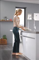 The innovative, easy-to-use and immensely practical GROHE Foot Control Technology allows users to switch the water flow on and off with a tap of the foot on an activation plate installed discreetly in the toe space of the kitchen cabinet. This innovative enhancement frees hands for added maneuverability and helps to reduce the spread of germs and bacteria around the kitchen.
